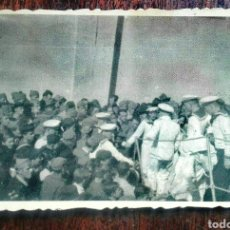 Fotografía antigua: GUERRA CIVIL ESPAÑOLA. 1939 CEUTA. FALANGISTAS Y MARINOS ALEMANES.. Lote 219021846