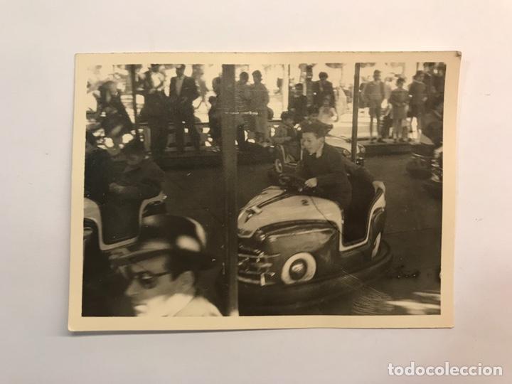 VALENCIA. FOTOGRAFÍA ANTIGUA. AQUELLAS TARDES FESTIVAS EN LOS COCHES DE CHOQUE.. (H.1960?) (Fotografía Antigua - Fotomecánica)