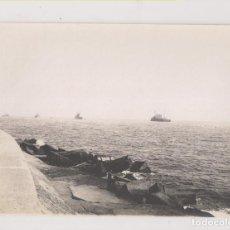 Fotografia antiga: FOTOGRAFÍA. BARCELONA. TOMADAS DESDE EL PUERTO. THÉODORE L'HUILLIER. ENTRE 1905 Y 1907. 11 X 8 CM.. Lote 219338912