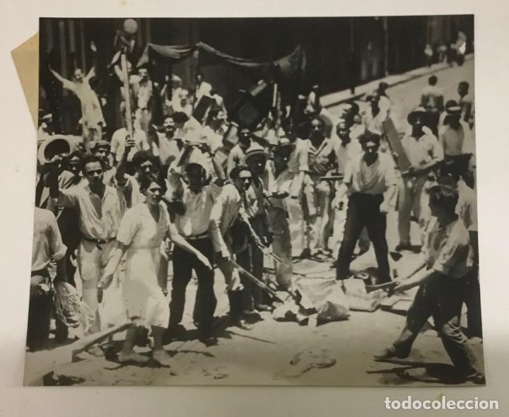 Fotografía antigua: 22 FOTOGRAFIAS CUBA. DERROCAMIENTO MACHADO. CESPEDES, RAMON GRAU... DESTROZOS SAQUEOS - Foto 6 - 219354651