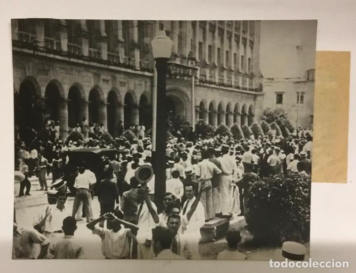 Fotografía antigua: 22 FOTOGRAFIAS CUBA. DERROCAMIENTO MACHADO. CESPEDES, RAMON GRAU... DESTROZOS SAQUEOS - Foto 9 - 219354651