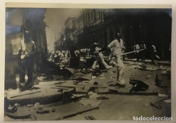 Fotografía antigua: 22 FOTOGRAFIAS CUBA. DERROCAMIENTO MACHADO. CESPEDES, RAMON GRAU... DESTROZOS SAQUEOS - Foto 13 - 219354651