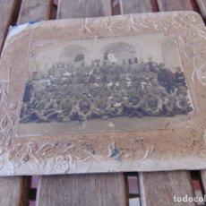 Fotografía antigua: FOTO FOTOGRAFÍA PEGADA SOBRE CARTÓN MILITARES CARABINEROS ?' ÉPOCA ALFONSO XIII MAL ESTADO. Lote 220849060