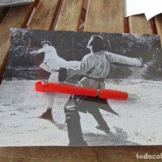 Fotografía antigua: FOTO FOTOGRAFÍA DE PELÍCULA DE KARATE KARATECA BRUCE LEE ??. Lote 220849460