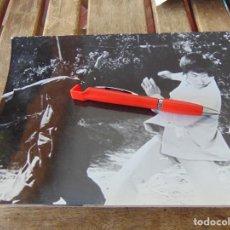 Fotografía antigua: FOTO FOTOGRAFÍA DE PELÍCULA DE KARATE KARATECA BRUCE LEE ??. Lote 220849647