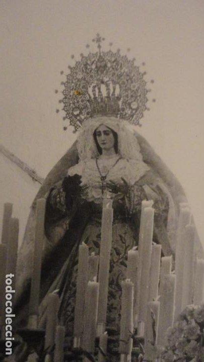 Fotografía antigua: ANTIGUA FOTOGRAFIA DE VIRGEN EN PROCESION SIN IDENTIFICAR.AÑOS 60? - Foto 2 - 221512126