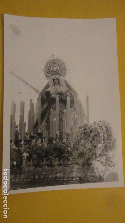 ANTIGUA FOTOGRAFIA DE VIRGEN EN PROCESION SIN IDENTIFICAR.AÑOS 60? (Fotografía Antigua - Fotomecánica)