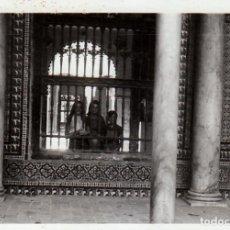 Fotografía antigua: TRES FOTOGRAFÍAS. REAL ALCÁZAR DE SEVILLA. 1970.. Lote 221690062