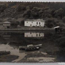 Fotografía antigua: NIEMBRO-BARRO. LLANES. BOTES EN LA ENSENADA. AÑOS. 60S.. Lote 222070593