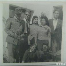 Fotografía antigua: FOTO DE MILITAR DE ARTILLERIA CON FAMILIA. Lote 222074476