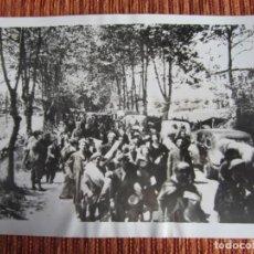 Fotografía antigua: 1937-EVACUACIÓN DE CIVILES EN BILBAO.GUERRA CIVIL ESPAÑA.FRANCO.FOTOGRAFÍA ORIGINAL GRANDE. Lote 222385406