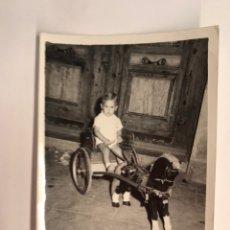 Fotografía antigua: NIÑOS, FOTOGRAFÍA ANTIGUA.., CON MI CABALLO TROTON (H.1960?) MISLATA, FOTOGRAFÍA B. EGIDO. Lote 222385938