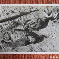 Fotografía antigua: 1936-MUERTOS ATAQUE MADRID.GUERRA CIVIL ESPAÑA.FRANCO.TREMENDA FOTOGRAFÍA ORIGINAL GRANDE. Lote 222386281