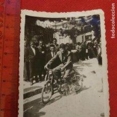 Fotografía antigua: FOTOGRAFÍA MOTO CICLOMOTOR AÑOS 40 50. Lote 222486837