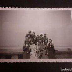 Fotografía antigua: MADRID GRUPO DE ALUMNOS CIUDAD UNIVERSITARIA ANTIGUA FOTOGRAFIA AÑOS 40. Lote 222506621
