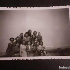 Fotografía antigua: MADRID GRUPO DE ALUMNOS CIUDAD UNIVERSITARIA ANTIGUA FOTOGRAFIA AÑOS 40. Lote 222506645