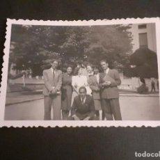 Fotografía antigua: MADRID GRUPO DE ALUMNOS CIUDAD UNIVERSITARIA ANTIGUA FOTOGRAFIA AÑOS 40. Lote 222506666