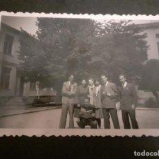 Fotografía antigua: MADRID GRUPO DE ALUMNOS CIUDAD UNIVERSITARIA ANTIGUA FOTOGRAFIA AÑOS 40. Lote 222506677