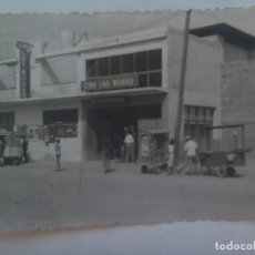 Fotografía antigua: FOTO DE EL AAIUN ( SAHARA ESPAÑOL ): CALLE CON CINE LAS DUNAS Y CARRITOS DE VENDEDORES AMBULANTES. Lote 222515418