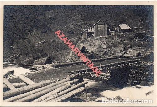 FOTOGRAFIA 18X12 - AÑOS 40 - MADERAS DEL VALLE DE ARAN - BARCELONA - CABAÑA FORESTAL OBREROS (Fotografía Antigua - Fotomecánica)