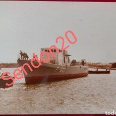 Fotografía antigua: FOTOGRAFIA PATRULLERO P-601 PIRAÑA. EN BAZÁN FERROL. 1982. Lote 227727055