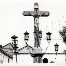 Fotografía antigua: PRECIOSA FOTOGRAFÍA. ESCULTURA CRISTO DE LOS FAROLES, CÓRDOBA. AÑO 1976 GF. Lote 230409870