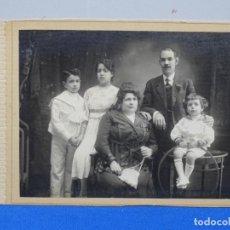 Fotografía antigua: FOTOGRAFÍA FAMILIAR AÑOS 20.. Lote 230440315