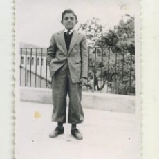 Fotografia antiga: AÑOS 50 NIÑO CON TRAJE ESTUDIO JOSE MATARREDONA ALCOY 9/ 6 CM. Lote 234984550