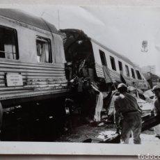 Fotografía antigua: FOTO DEL ACCIDENTE DE TRENES EN VALLADOLID. 1988. Lote 235485020