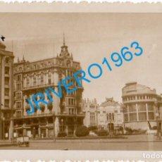 Fotografía antigua: LEON, 1944, PLAZA DEL HOTEL OLIDEN, 90X60MM. Lote 236423190