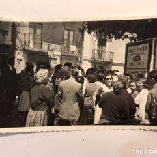 Fotografía antigua: ZOZAYA, ZOZAIA, BAZTAN (PAMPLONA) FOTOGRAFÍA ACTIVIDAD SOCIAL EN LA CALLE.., ANIMADA.. (H.1960?). Lote 236650840