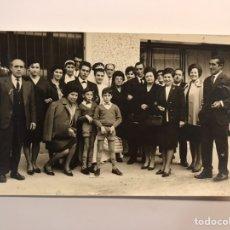 Fotografía antigua: BENIFAYO (VALENCIA) FOTOGRAFÍA J. MAIQUES. SE MOS CASA LA FILLA ... (H.1960?). Lote 236659695