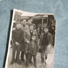 Fotografía antigua: ALICANTINOS EN ANTIGUA TÓMBOLA ALICANTE FOTO AÑOS 40. Lote 236960715