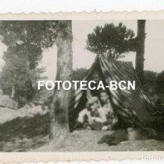 Fotografía antigua: FOTO ORIGINAL FONT DE L'ALSINA SANTA COLOMA DE GRAMANET TIENDA DE CAMPAÑA EXCURSIONISTAS AÑO 1934. Lote 237476310