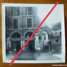 Fotografía antigua: ANTIGUA FOTOGRAFÍA. HOTEL CAFÉ MAHONES. MALLORCA. BALEARES. FOTO AÑOS 50.. Lote 243859825