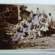 Fotografía antigua: DE PARRANDA CON GUITARRA Y TIMPLE. GRAN CANARIA. AÑO 1933 (8 X 6 CM). Lote 243892675
