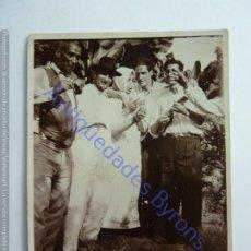 Fotografía antigua: DE PARRANDA CON EL TIMPLE. GRAN CANARIA. AÑO 1933 (8 X 6 CM). Lote 243893035