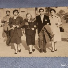 Fotografía antigua: ANTIGUA FOTOGRAFIA FAMILA EN BARCELONA ORIGINAL AÑOS 40. Lote 245644020