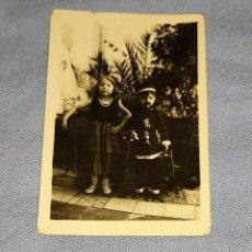 Fotografía antigua: ANTIGUA FOTOGRAFIA NIÑOS CON DISFRACES ORIGINAL AÑOS 30. Lote 245645555