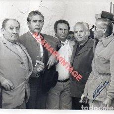 Fotografía antigua: UTRERA, ANTIGUA FOTOGRAFIA DE PACO CAMINO , FESTIVAL TAURINO, 178X128MM. Lote 250317220
