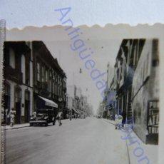 Fotografia antica: FOTOGRAFÍA ANTIGUA. LAS PALMAS DE GRAN CANARIA. TRIANA. AÑO 1951 (4,5 X 4,5 CM). Lote 251351235