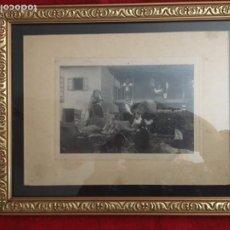Fotografía antigua: ANTIGUA FOTOGRAFÍA ENMARCADA DE ESCENA RURAL ASTURIANA. Lote 252416990