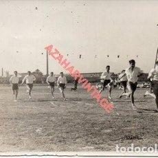 Fotografía antigua: SEVILLA, 1956, OLIMPIADAS EN EL COLEGIO PORTACELI, 100X70MM. Lote 253225580