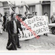 Fotografía antigua: HUELVA, 1981, MANIFESTACION 1 DE MAYO, 128X88MM. Lote 253226035