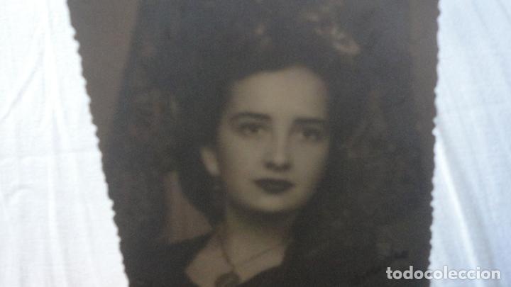 Fotografía antigua: ANTIGUA FOTOGRAFIA SEÑORA CON MANTILLA.AÑOS 40.50 - Foto 2 - 254308970