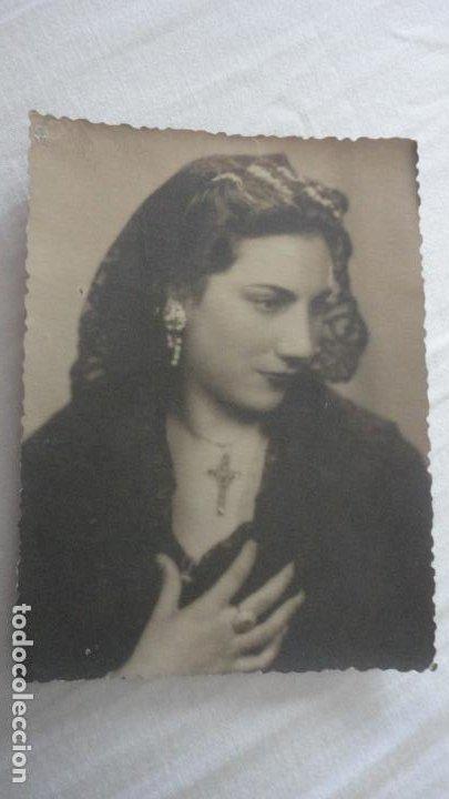 ANTIGUA FOTOGRAFIA CHICA CON MANTILLA AÑOS 50? (Fotografía Antigua - Fotomecánica)