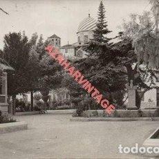 Fotografía antigua: YECLA, 1962, PARQUE , FOT. JANI, 14X9 CMS. Lote 254962945