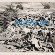 Fotografía antigua: ANTIGUA FOTOGRAFIA , ALMACEN EMPRESA CORCHERA, CORCHO, 105X75MM. Lote 255314205