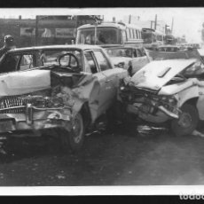 Fotografía antigua: 213 - ACCIDENTE, CHOQUE DE DOS COCHES RAMBLER Y FIAT - POLICIALES ARGENTINA - FOTO 15X10CM 1970. Lote 257863635