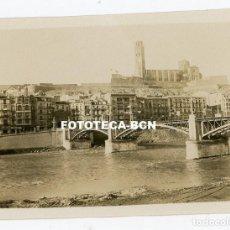 Fotografía antigua: FOTO ORIGINAL LLEIDA PUENTE SOBRE EL RIO SEGRE AÑO 1930. Lote 261328940